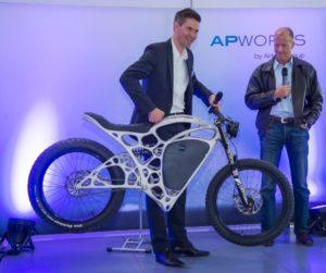 airbus-apworks-unveils-35kg-3d-printed-light-rider-motorcycle-1